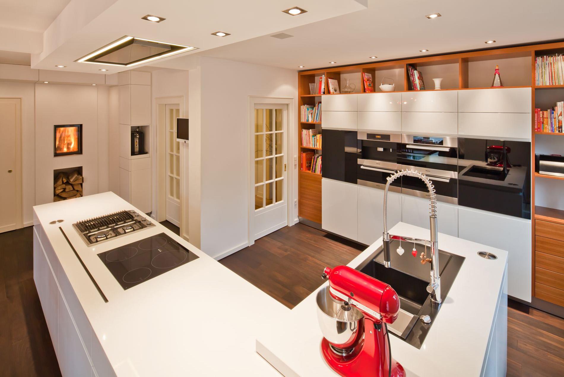 Offene Wohnküche mit allem Komfort - schöpker holz-wohn-form GmbH & Co
