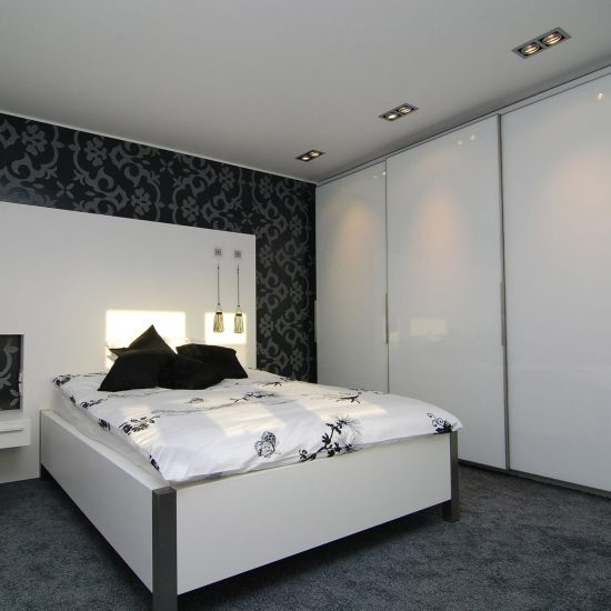 Schlafzimmer Mit Großer Schrankwand (S 001). Schlafen U0026 Ankleide