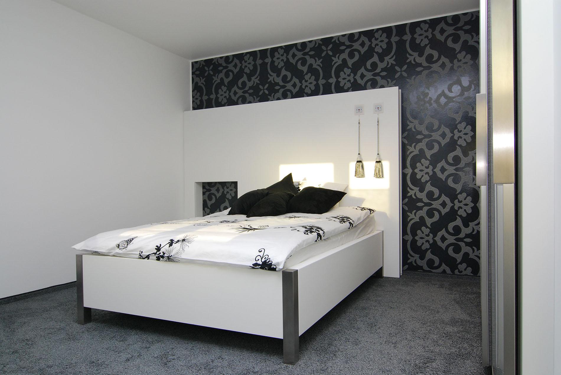 schlafzimmer mit schrankwand sch pker holz wohn form gmbh. Black Bedroom Furniture Sets. Home Design Ideas