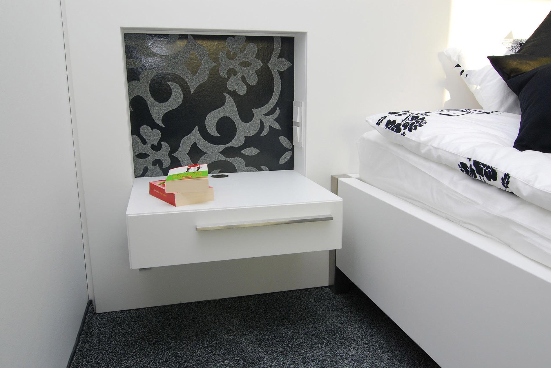 Schlafzimmer mit schrankwand sch pker holz wohn form gmbh for Schlafzimmer schrankwand