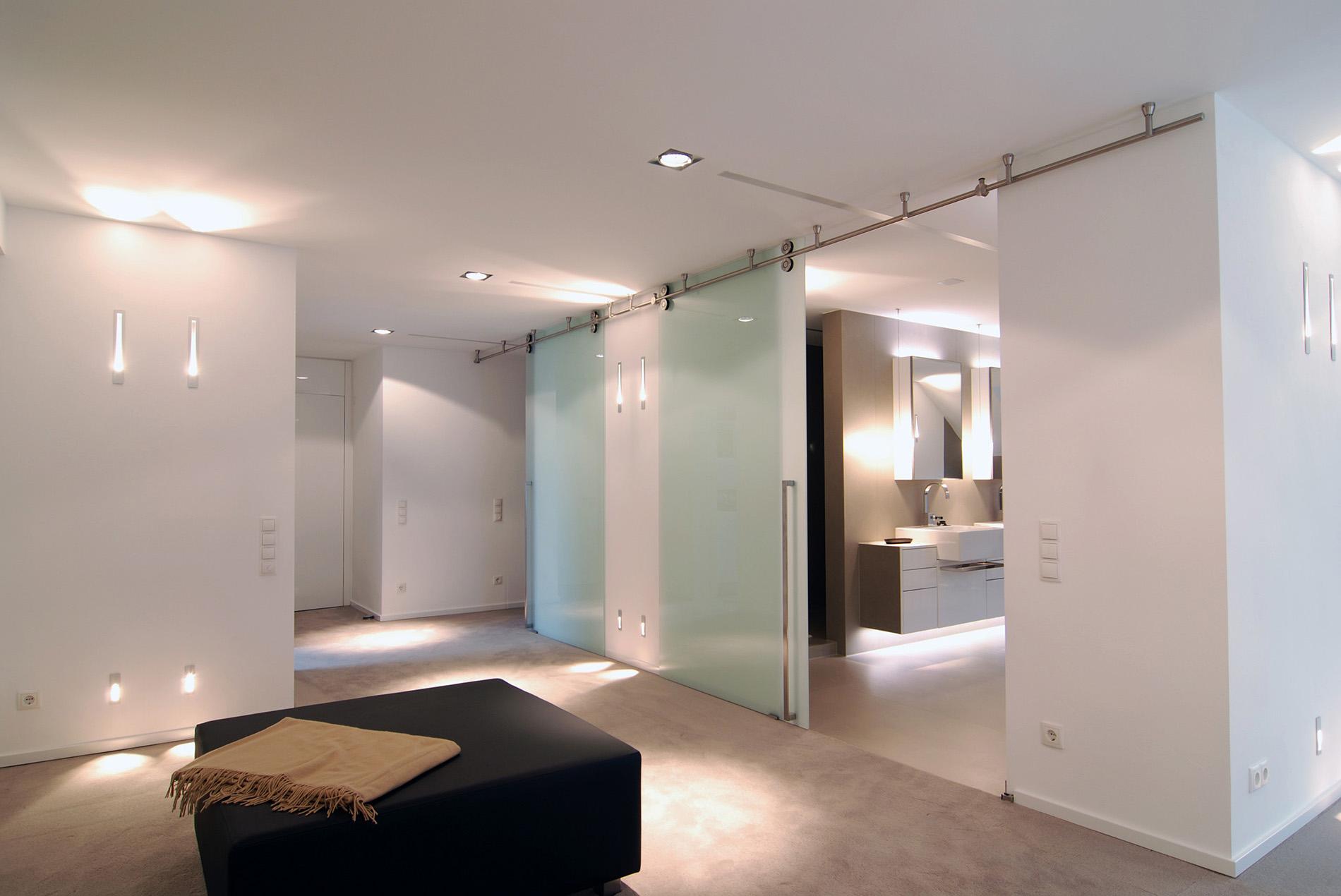 Schlafzimmer mit Ankleidebereich und Bad ensuite ...